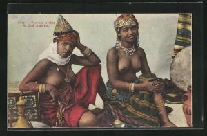 AK Femmes Arabes du Sud Algérien, arabische Frauen mit entblössten Brüsten und Schmuck