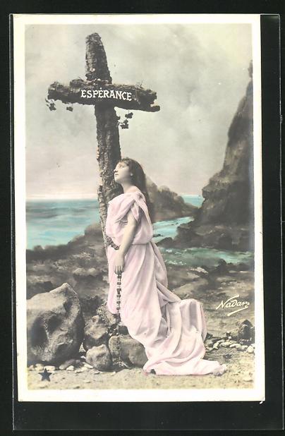 Foto-AK Nadar Nr. 773: Esperance, schönes Mädchen steht an einem Kreut zwischen den Klippen