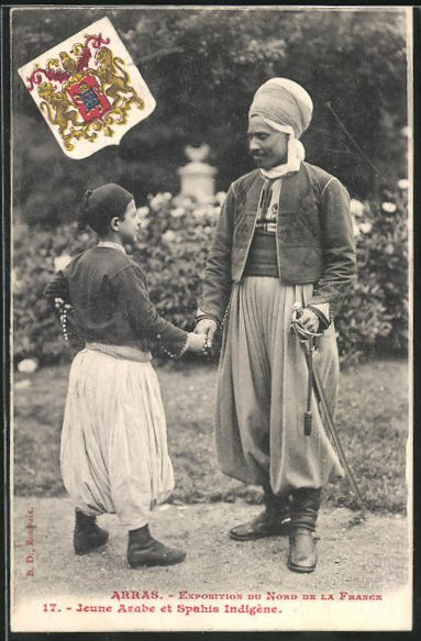 AK Arras, Exposition du Nord del la France, Jeune Arabe et Spahis Indigene