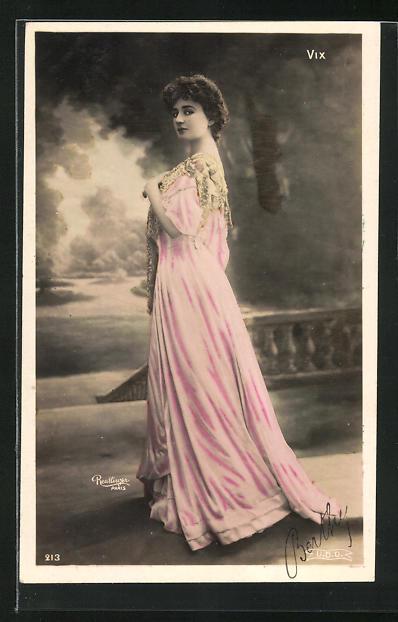 Foto-AK Atelier Reutlinger, Paris: Portrait junge Dame im rosafarbenen Kleid