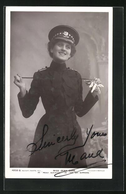 AK Schauspielerin Miss Zena Dare in Uniform mit Schirmmütze, Travestie