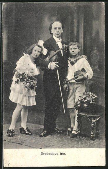 AK Musiker Svobodovo trio mit Geigen