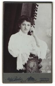 Fotografie Atelier Peuker, Krems a/D, Portrait gutbürgerliche junge Dame