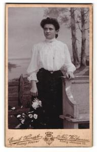 Fotografie Emil Kuhnert, Berlin-Neu-Weissensee, Portrait junge bürgerliche Dame