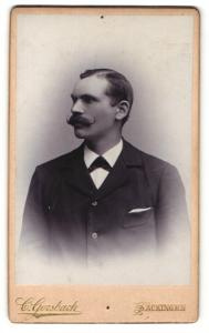 Fotografie C. Gersbach, Säckingen, Profilportrait Herr mit Schnauzbart