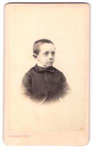 Fotografie Delsart, Valenciennes, Portrait Bub mit kurzem Haar