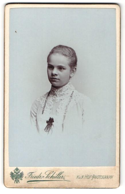 Fotografie Friedr. Schiller, Wien & Baden, Portrait Mädchen mit zusammengebundenem Haar