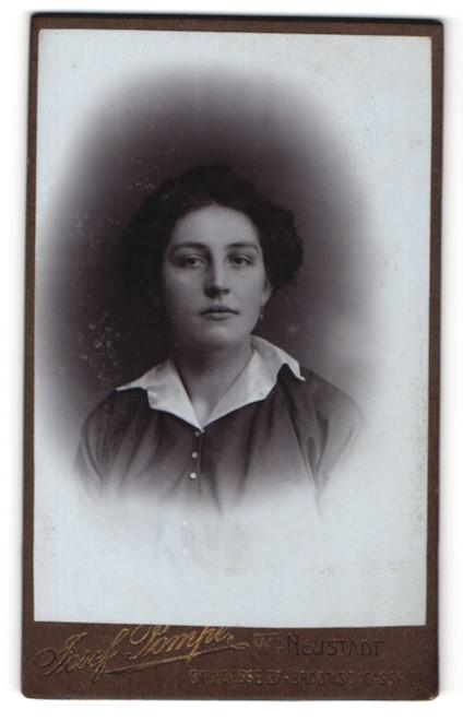 Fotografie Josef Pompe, Wien-Neustadt, Portrait bürgerliche junge Frau