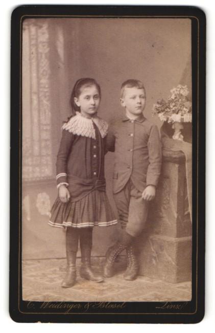 Fotografie C. Weidinger & Blasel, Linz, Portrait Knabe und Mädchen