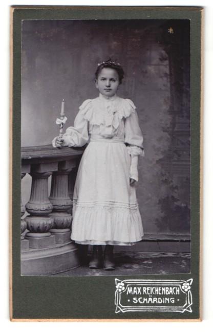 Fotografie Max Reichenbach, Schärding, Portrait Mädchen mit Kerze