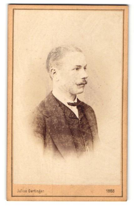 Fotografie Julius Gertinger, Wien, Profilportrait junger Herr mit Oberlippenbart