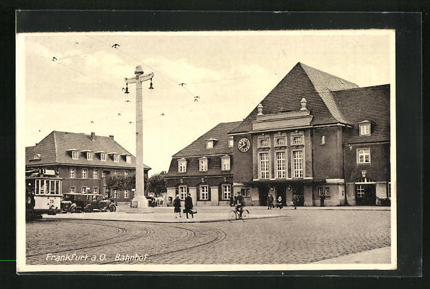 AK Frankfurt a. O., Strassenpartie am Bahnhof