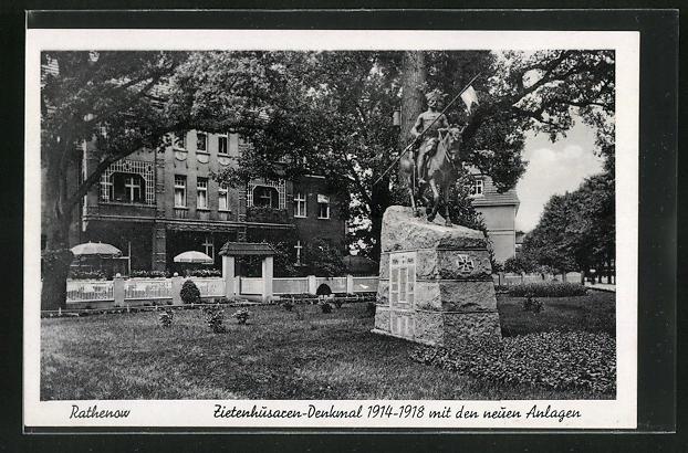 AK Rathenow, Zietenhusaren-Denkmal mit den neuen Anlagen