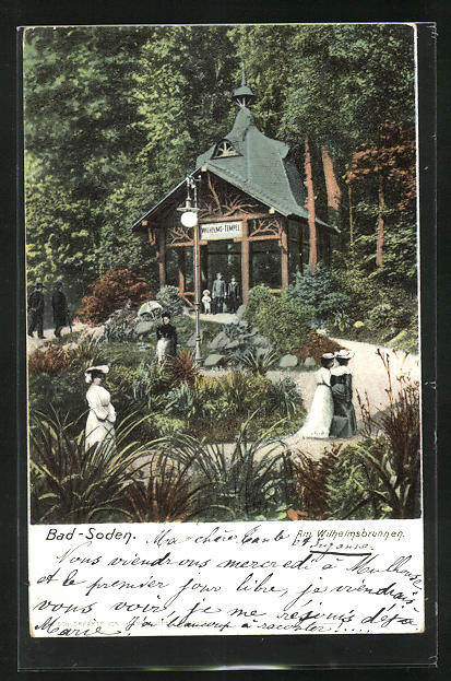 AK Bad-Soden, Am Wilhelmsbrunnen mit Flaneuren im Park
