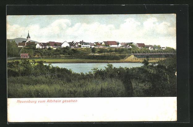 AK Neuenburg, Totalansicht vom Altrhein aus gesehen, Brücke, Häuser und Kirchturm
