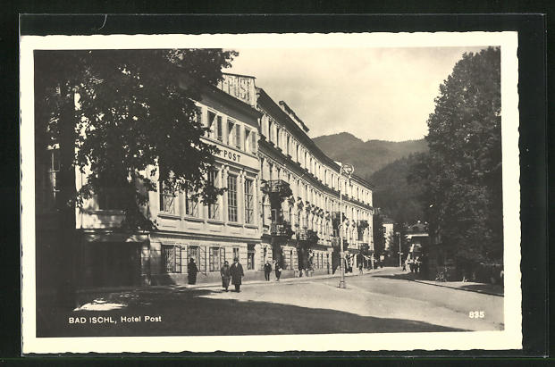 AK Bad Ischl, Strassenpartie am Hotel Post