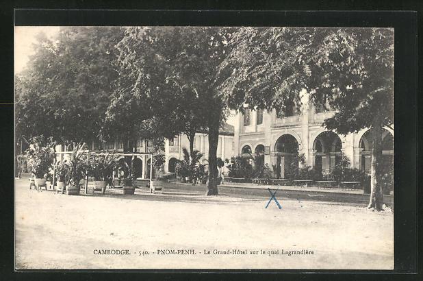 AK Pnom-Penh, Le Grand Hotel sur le quai Lagrandière