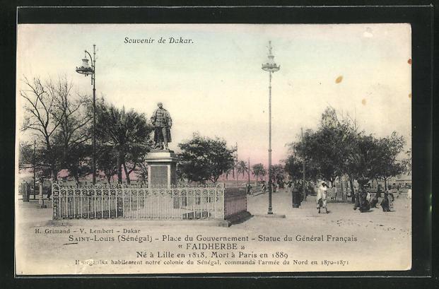 AK Saint-Louis, Place du Gouvernement - Statue du Général Francais Faidherbe