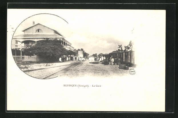 AK Rufisque, La Gare, Am Bahnhof
