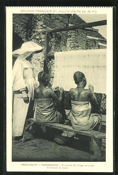 AK Ouagadoughou, 2 Tisseuses au Travail