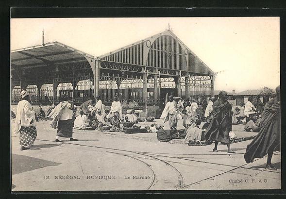 AK Rufisque, Le Marché, vor der Markthalle