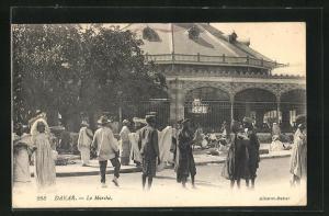 AK Dakar, Le Marché, an der Markthalle
