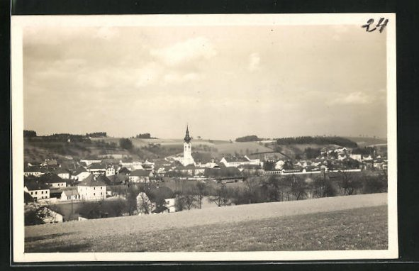 AK Grieskirchen, Totalansicht von Anhöhe aus mit Blick auf Häuser und Kirche