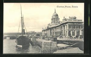AK Dublin, Court House, Uferpartie mit Dampfer