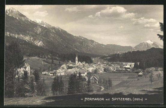 AK Hermagor, Totalansicht mit Blick auf Häuser, Kirche und Spitzegel
