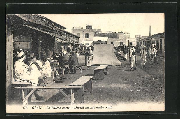 AK Oran, Le Village negra, Devant un cafe arabe
