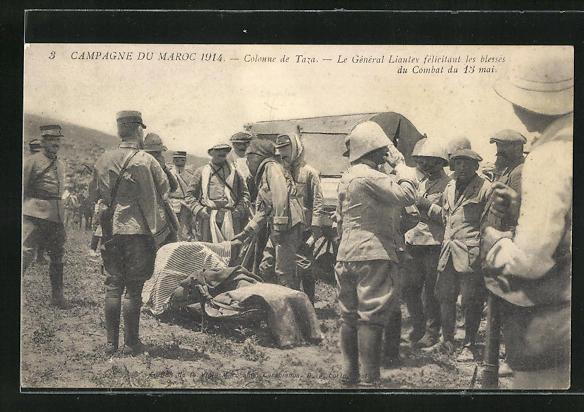 AK Taza, Colonne de Taza, Le General Liautev felicitant les blesses du Combat du 13 mai