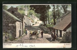 AK Glenoe Village, Strassenszene mit Passanten