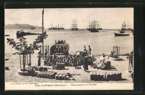 AK Fort-de-France, Debarquement de Potiches