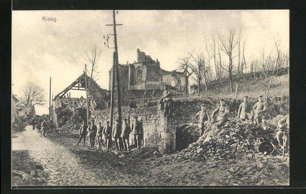 AK Missy, Soldaten vor Häuserruinen