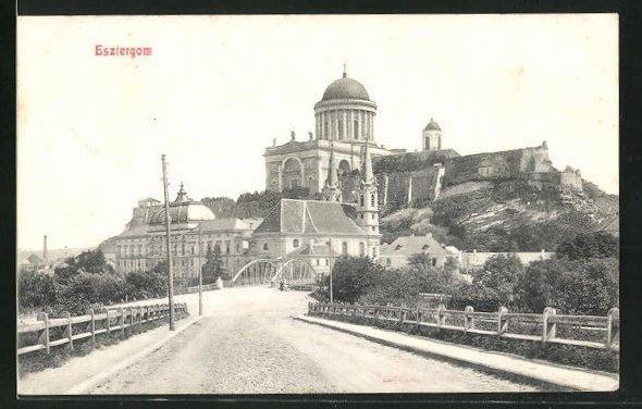 AK Esztergom, Strassenpartie am Eingang zur Stadt, Panorama