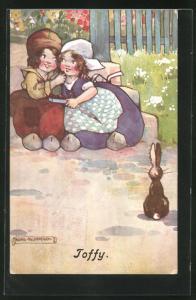 Künstler-AK Agnes Richardson: Toffy, Kleines Holländerpaar umarmt sich