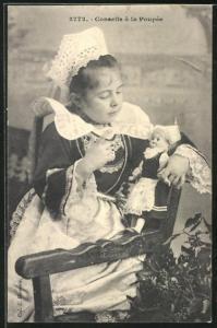 AK Conseils a la Poupee, Mädchen im hübschen Kleid auf Stuhl sitzend spricht mit ihrer Puppe