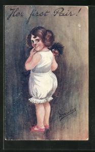 AK Kleines Mädchen hält eine Puppe im Arm