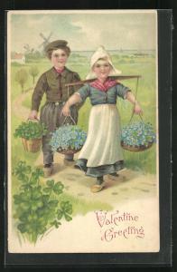 Präge-AK Holländische Kinder bringen Klee und Vergissmeinnicht, Valentine Greeting, Valentinstag