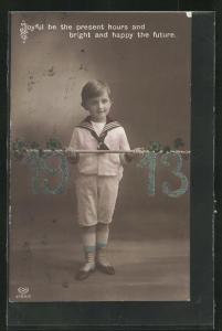 AK Junge im Matrosenanzug trägt an einem Stock die Jahreszahl 1913
