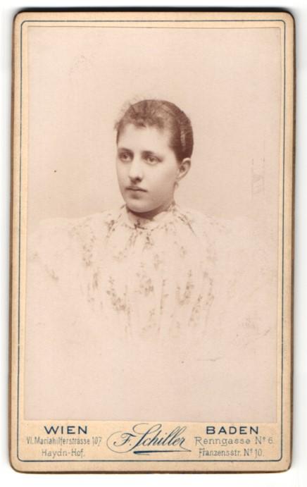 Fotografie F. Schiller, Wien & Baden, Portrait junge Frau mit zusammengebundenem Haar