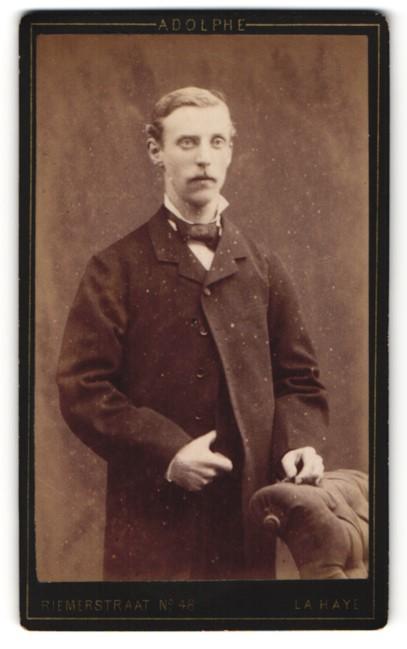Fotografie Adolph Zimmermann, La Haye, Portrait Herr in Gehrock