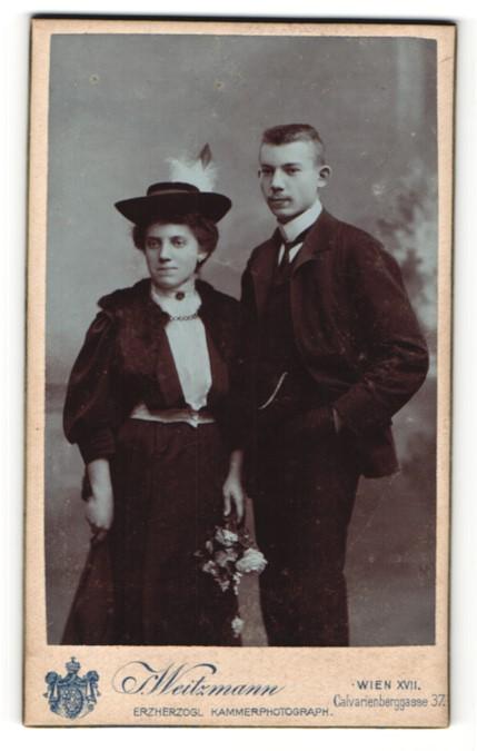 Fotografie S. Weitzmann, Wien, Portrait junges Paar in eleganter Mode