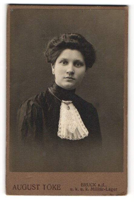 Fotografie August Töke, Bruck a/L, Portrait bürgerliche junge Dame