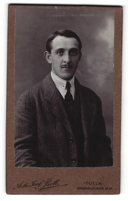 Fotografie Arth. Josef Bett, Tulln, Portrait Herr in Anzug