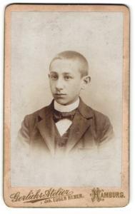 Fotografie Eugen Reber, Hamburg, Portrait Bub mit kurzem Haar in Anzug