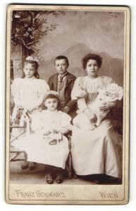 Fotografie Franz Schwarz, Wien, Portrait Säugling und vier Gewschwister