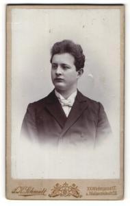 Fotografie J. K. Schmidt, Wien, Portrait junger Herr in Abendgarderobe