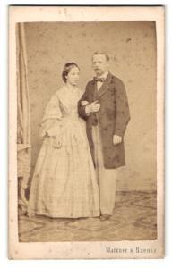 Fotografie Matzner & Raentz, Wien, Portrait gutbürgerliches junges Paar, Gründerzeit