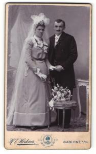 Fotografie H. E. Erkner, Gablonz a/N, Portrait Braut und Bräutigam, Hochzeit